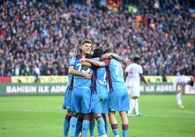 Süper Lig'de Demir Grup Sivasspor'u 2-1 yenen Trabzonspor, 298 haftalık liderlik hasretine son verdi.