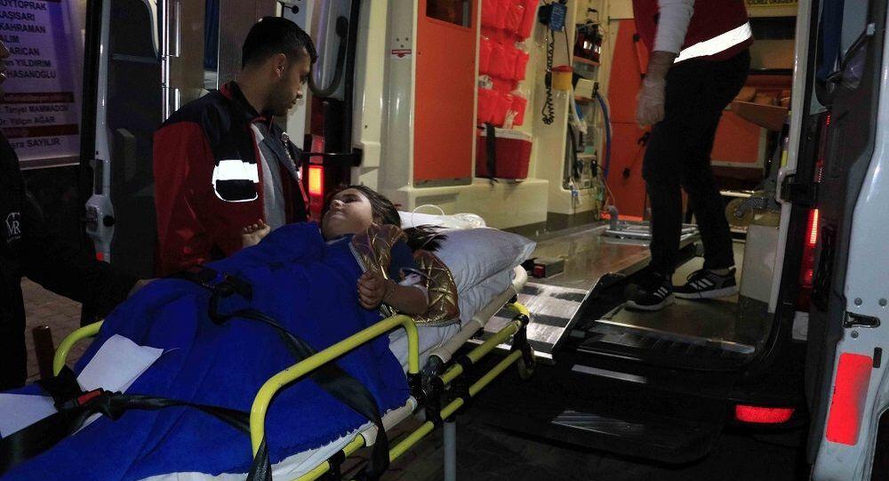 Adana'da iki grup arasında çıkan silahlı kavgada 6 yaşındaki kız çocuğu tabancayla vurularak yaralandı.