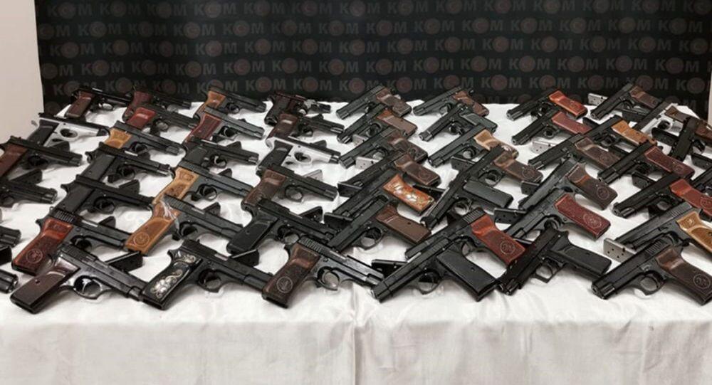 Giresun'da yolcu otobüsünde 56 ruhsatsız tabanca bulundu