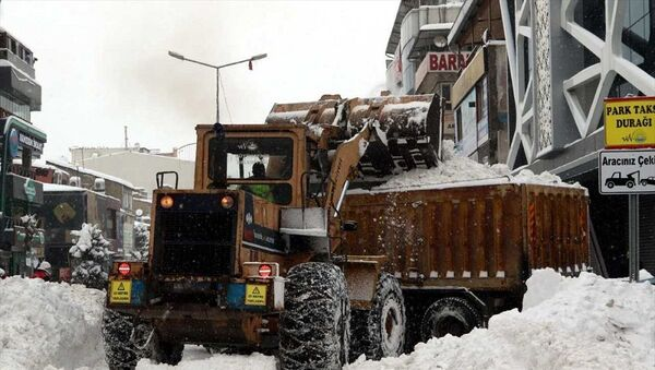 Van'da 176 bin metreküp kar şehir dışına taşındı - Sputnik Türkiye