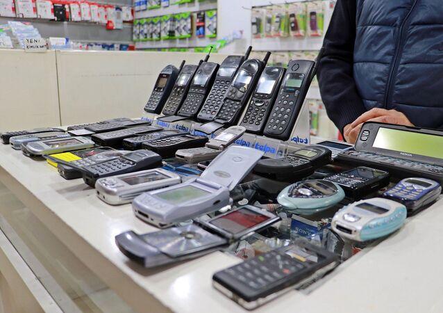 Alparslan geçen sürede yaklaşık 35 bin TL harcayarak 850 adet cep telefonu topladı.