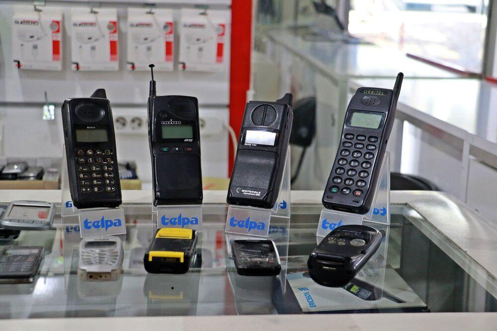 Dünyada kullanılan ilk cep telefonlarının da yer aldığı koleksiyonda her teknik özellikte telefon bulunuyor.