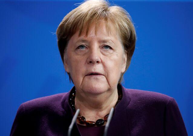 Almanya Bşabakanı Angela Merkel, Hanau'daki ırkçı saldırı hakkında açıklama yaparken