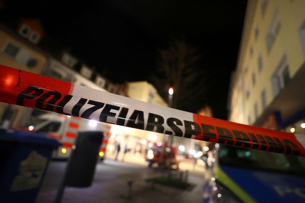 Hessen Eyaleti İçişleri Bakanı Peter Beuth'un verdiği bilgilere göre, Hanau kentinde iki nargile bara silahlı saldırı düzenleyerek 9 kişiyi öldüren zanlı, olay sonrasında evde 72 yaşındaki annesiyle birlikte ölü olarak bulundu. Böylece toplam ölü sayısı 11 olarak kayıtlara geçti.