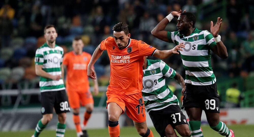 UEFA Avrupa Ligi son 32 turu ilk maçında, Sporting Lizbon ile Medipol Başakşehir takımları Lizbon'daki Jose Alvalade Stadı'nda karşı karşıya geldi. Karşılaşmada, Medipol Başakşehir takımının futbolcusu Gael Clichy (sağda), rakibi Luciano Vietto (solda) ile mücadele etti.