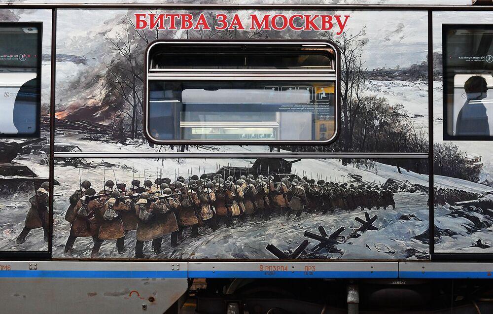 Zafere Giden Yol isimli trenin Büyük Vatanseverlik Savaşının en önemli muharebelerinden Moskova muharebesine dair bilgilerin sunulduğu vagonu.