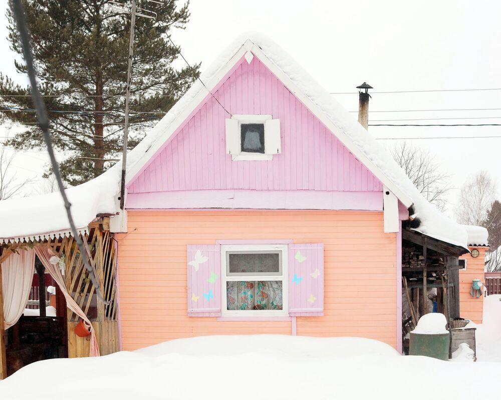 Arhangelsk bölgesindeki renkli 'oyuncak' evlerden biri.