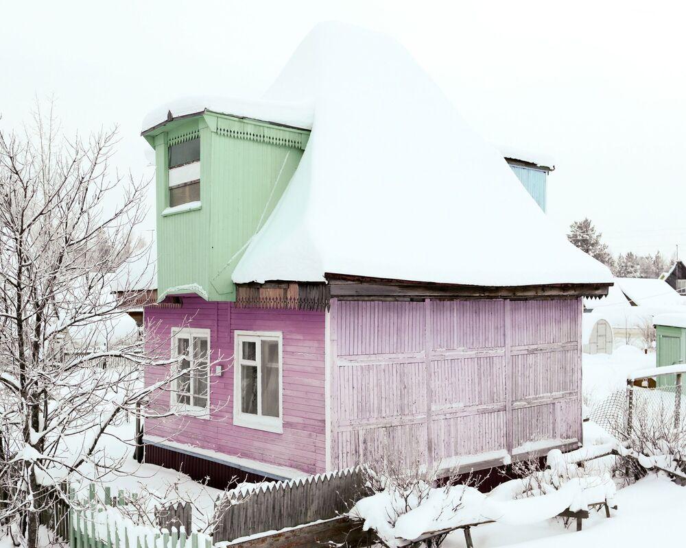 20. yüzyılın 50'li-70'li yıllarında inşa edilmiş bu evler günümüzde  geçmişin izlerini taşıyan Sovyet döneminden kalma birer tarihi anıt gibi duruyor.