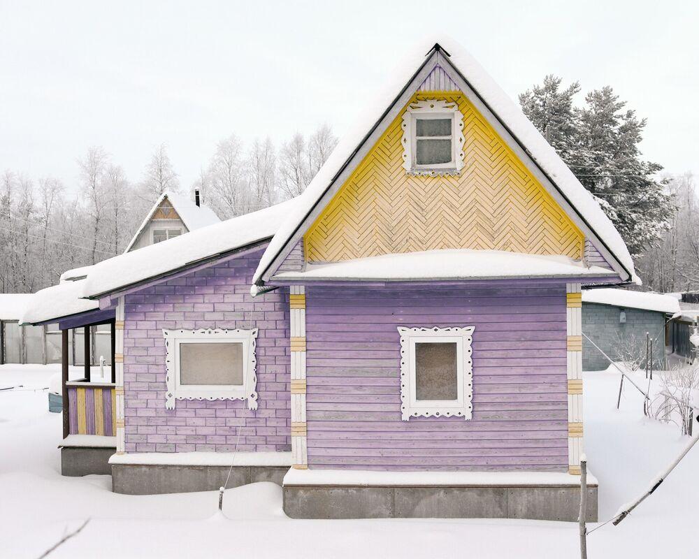 Evlerin parlak renkleri de ilgi çekici.