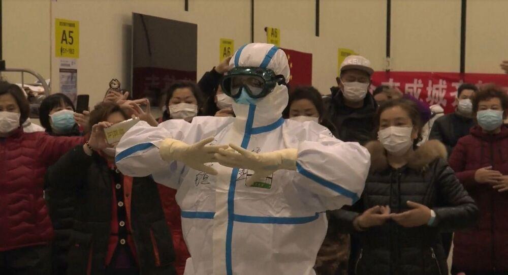 Sincanlı hemşireden koronavirüs hastalarına dans dersleri