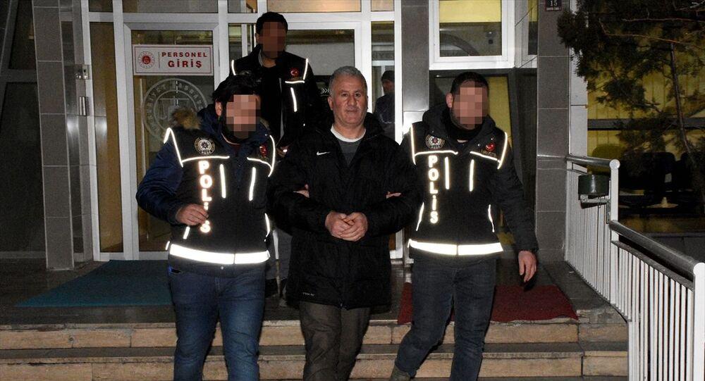 Gümüşhane'de görev yaptığı cezaevindeki mahkumlara uyuşturucu madde sağladığı iddia edilen gardiyan tutuklandı.