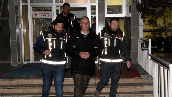 Gümüşhane'de görev yaptığı cezaevindeki mahkumlara uyuşturucu madde sağladığı iddia edilen gardiyan tutuklandı. - Sputnik Türkiye