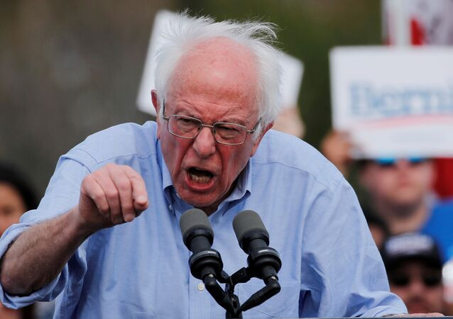 2020 ABD başkanlık seçiminin Demokrat Partili aday adayı Senatör Bernie Sanders, Kaliforniya'da miting turunda