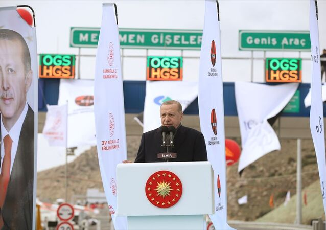 Türkiye Cumhurbaşkanı Recep Tayyip Erdoğan, İzmir'de Menemen-Aliağa-Çandarlı otoyolu açılışı törenine katılarak konuşma yaptı.