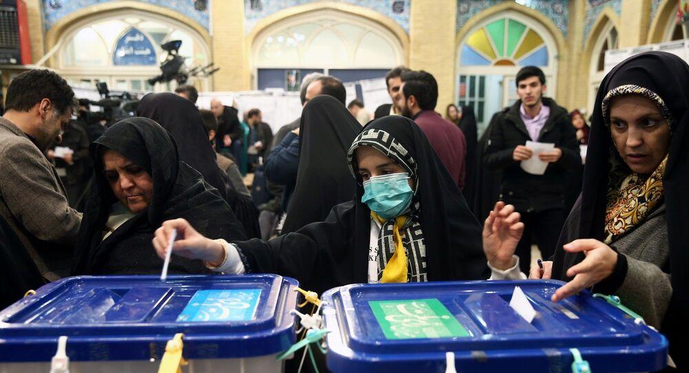 İran'da 11. Dönem Meclis Seçimleri'nde resmi olmayan ilk sonuçlara göre muhafazakar kanat, yarışı büyük bir farkla önde götürüyor.