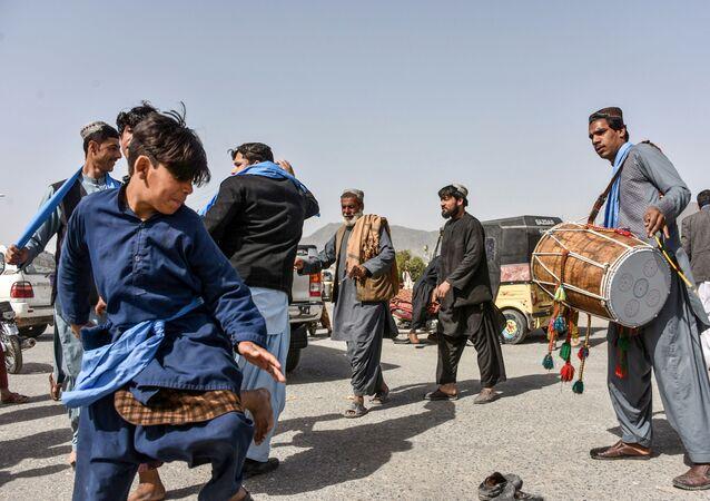 Afganistan'da ABD ile Taliban arasındaki 18 aylık barış görüşmeleri kapsamında anlaşmaya varılan 7 günlük ateşkes bugün başladı.