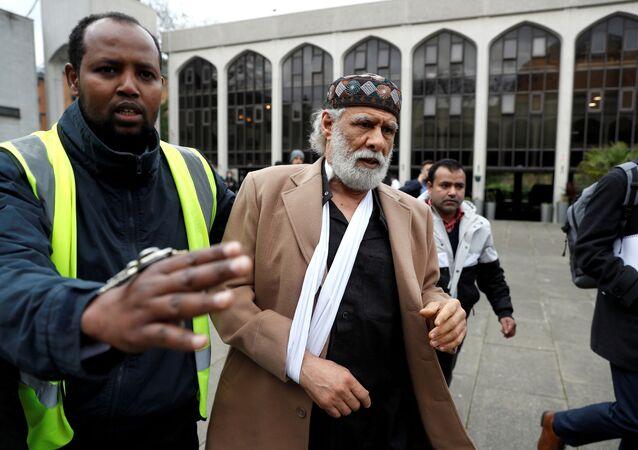 Londra'daki bir camide bıçaklı saldırıya uğrayan müezzin