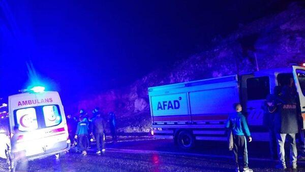 Siirt'te çayda mahsur kalan 35 öğrenci ve öğretmen kurtarıldı - Sputnik Türkiye