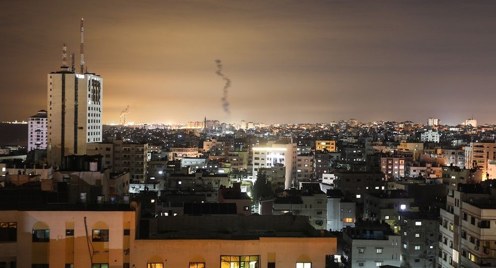 Gazze'den İsrail'e 20 roket fırlatıldı,