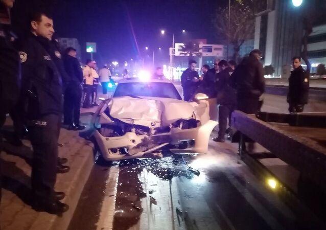 Aydın'da alkollü sürücü polis otosuna çarptı