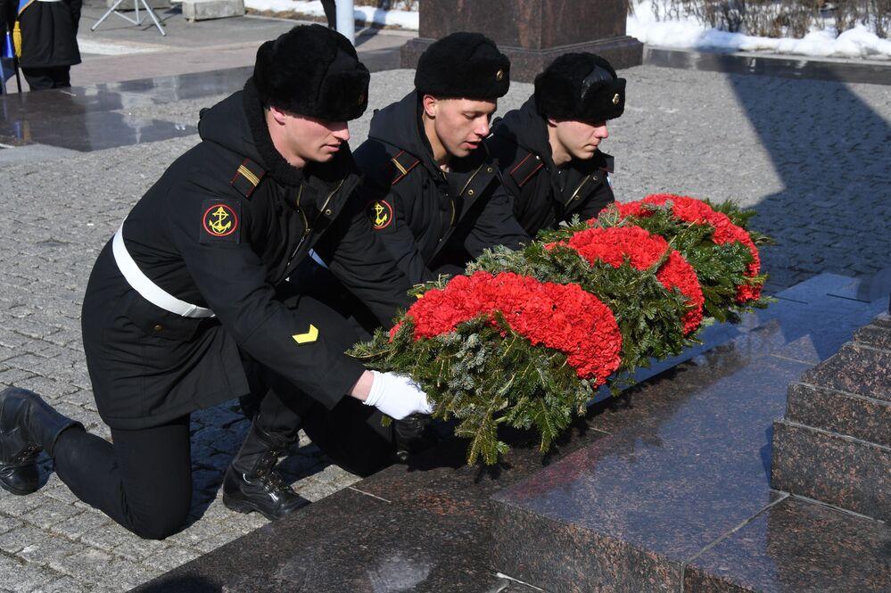 1922'de ise aynı günde Moskova'da Kızıl Meydan'da ilk kez Devrimci Askeri Konsey Başkanı Lev Troçki tarafından düzenlenen askeri geçit töreni yapıldı.