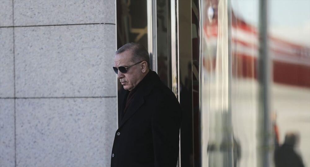 Türkiye Cumhurbaşkanı Recep Tayyip Erdoğan, özel uçak TUR ile saat 10.15'te Azerbaycan'ın başkenti Bakü'ye hareket etti.