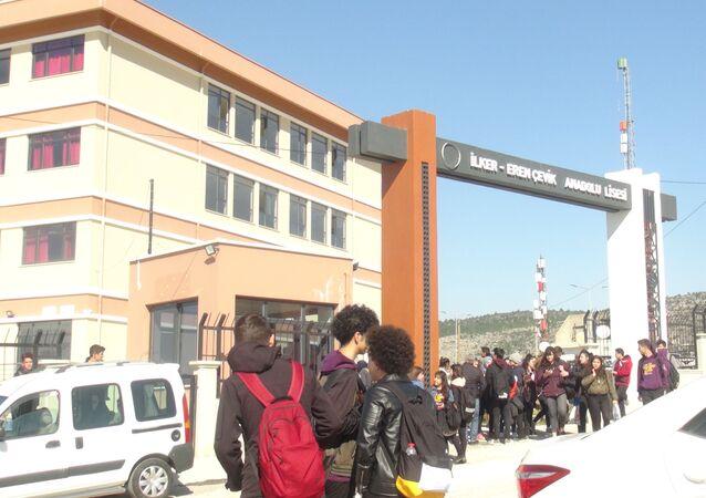 Okuldaki ilaçlamadan 17 öğrenci zehirlendi