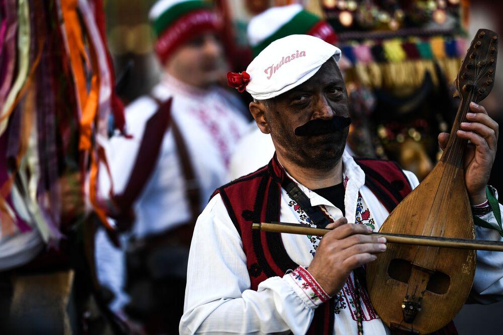 Moskova Maslenitsa Festivali dördüncü kez düzenleniyor. Geçen yıl festivali ziyaret eden yaklaşık 4.9 milyon kişi 400 binden fazla krep satın aldı.