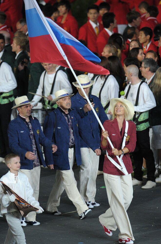 Londra'da düzenlenen 30. Yaz Olimpiyatları açılış törenine Rusya Milli Takımının sporcularıyla birlikte katılan  Şarapova, ülkesinin bayrağını taşıdı.