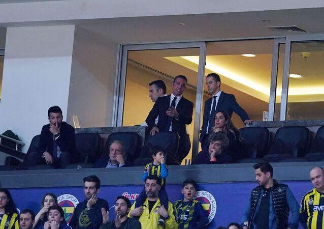 ING Basketbol Süper Ligi'nde sahasında oynadığı derbide Galatasaray'a kaybeden Fenerbahçe'de taraftarlar, kötü gidişat için Başkan Ali Koç'tan çözüm bulmasını istedi.