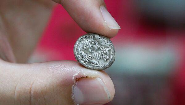 İzmir'de Lidya döneminde basılan paralar ele geçirildi - Sputnik Türkiye