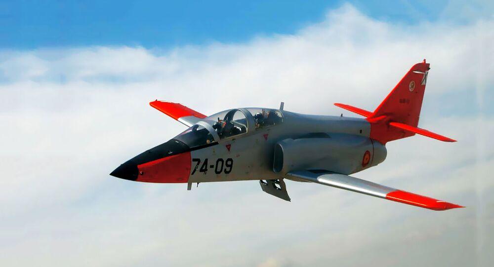 İspanya Hava Kuvvetlerine bağlı 'C-101' tipi askeri uçak