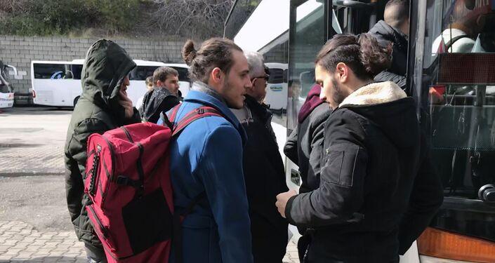 Göçmen ve mülteciler, Esenler Otogarı'ndan Edirne'ye giderek sınıra ulaşmaya çalışıyor.