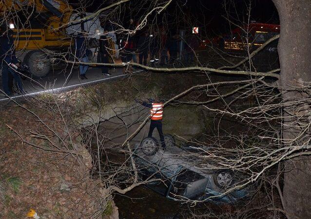 Kütahya'da köprüden dereye düşen otomobildeki kayınbaba ile gelini öldü
