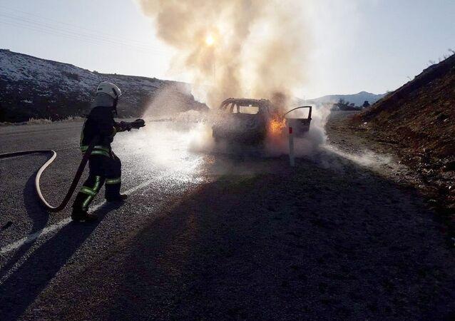 Muğla'da araç seyir halindeyken yandı