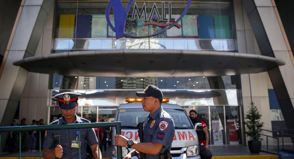 Filipinler'de alışveriş merkezinde eski güvenli görevlisi 30 kişi rehin aldı