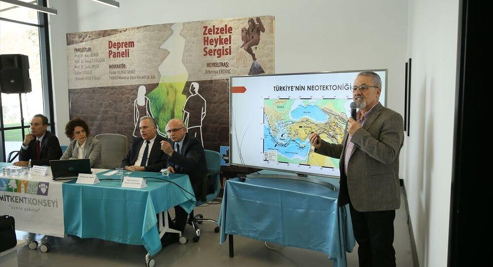 İzmit Kent Konseyince İzmit Belediyesi Deprem Müzesi'nde Deprem paneli düzenlendi. Jeoloji Yüksek Mühendisi Prof. Dr. Naci Görür, bir sunum yaptı.