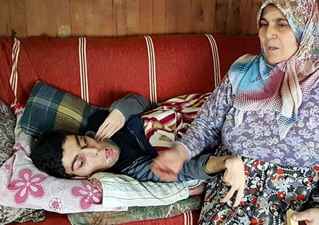 Yatalak engelli oğlu için verilen bakım parası faiziyle geri istendi