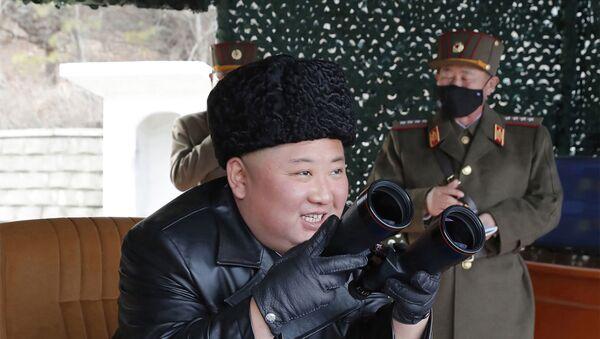 Kuzey Kore Lideri Kim Jong-un, ordunun tatbikatına katıldı. - Sputnik Türkiye