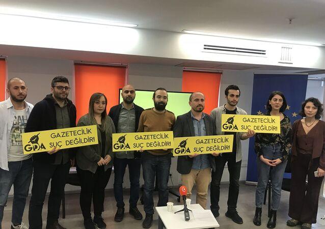 3 Mayıs Dünya Basın Özgürlüğü gününde kuruluşunu ilan eden Gazeteci Dayanışma Ağı (GDA), günlerde artan gazetecilere dönük gözaltı, tutuklama ve fiziki saldırılara ilişkin açıklama yaptı.