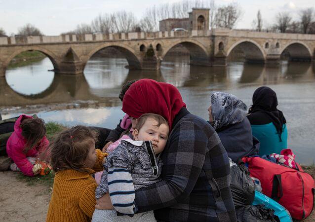 Edirne'nin her yerinde iç parçalayan göçmen manzaraları var.