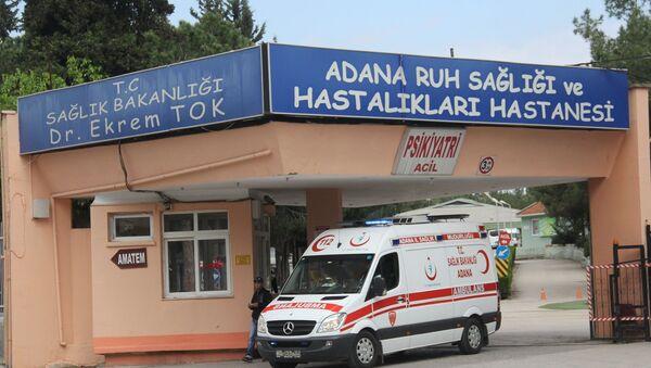 Adana'da şizofreni hastası bir kadın, hastanede kendisine küfrettiğini ileri sürdüğü kadının gözlerini çıkardı.  - Sputnik Türkiye