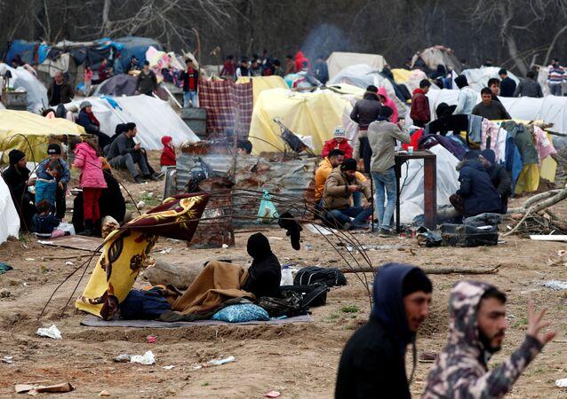 Edirne'deki Pazarkule Sınır Kapısı'nda Yunanistan'a geçmek için uğraşan göçmenlerin kampı