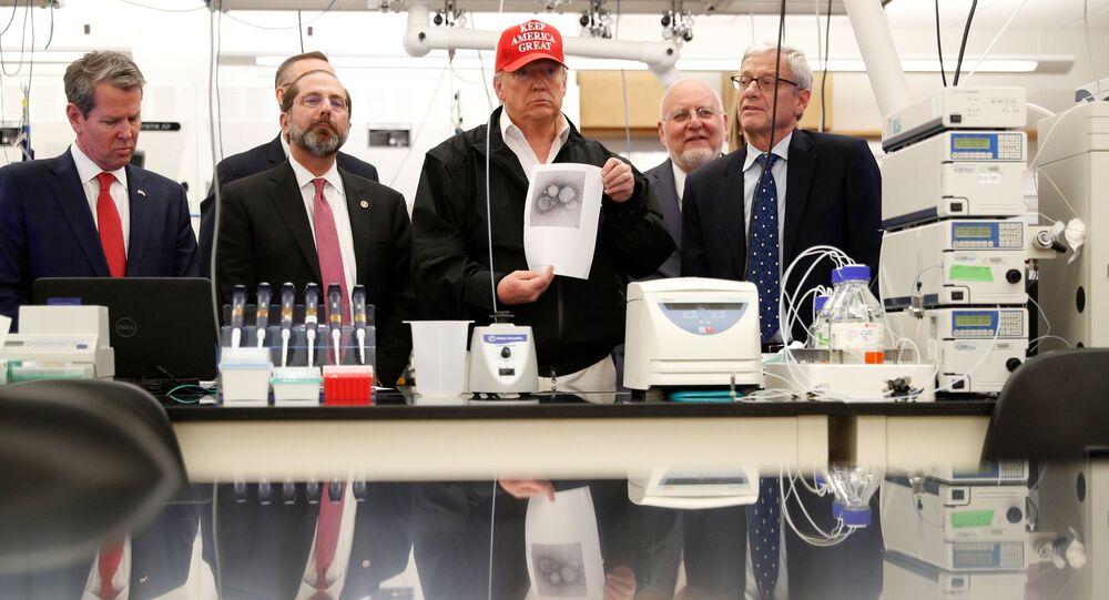ABD Hastalıkları Kontrol ve Önleme Merkezini (CDC) ziyaret ederek yeni tip koronavirüse (Kovid-19) karşı alınan tedbirlerle ilgili brifing alan ABD Başkanı Donald Trump