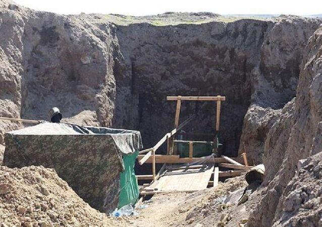 Define için 100 metre derinlikte, 40 metre uuznlukta  tünel kazdılar
