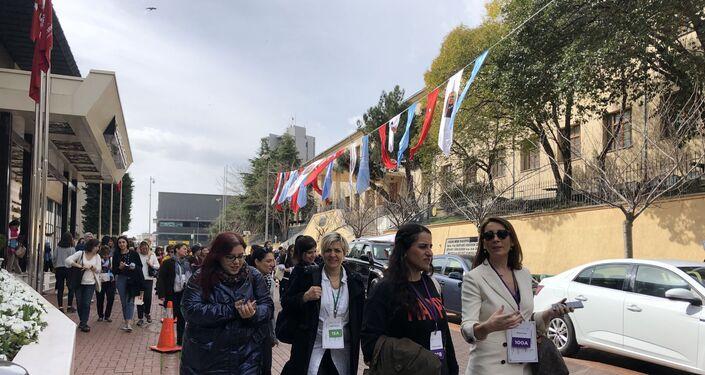 Konuşmaların ardından kadın liderler ve danışanları, Nişantaşı, Maçka, Harbiye sokaklarında ve Nişantaşı Sanat Parkı'nda yürürken deneyimlerini paylaştı