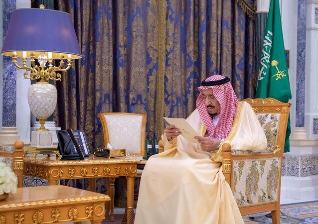 Suudi kraliyet sarayının 8 Mart 2020'de yayımladığı Kral Selman'ın fotoğrafları