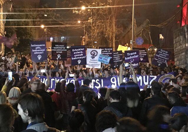 İstanbul'da 8 Mart Feminist Gece Yürüyüşü