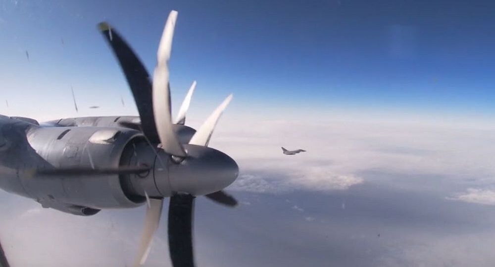 Tu-142 uçaklarının Kuzey Buz Okyanusu üzerindeki uçuşları görüntülendi