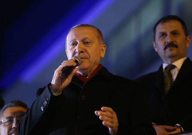 Türkiye Cumhurbaşkanı Recep Tayyip Erdoğan, İstanbul'un Silivri ilçesinde vatandaşlara hitap etti.